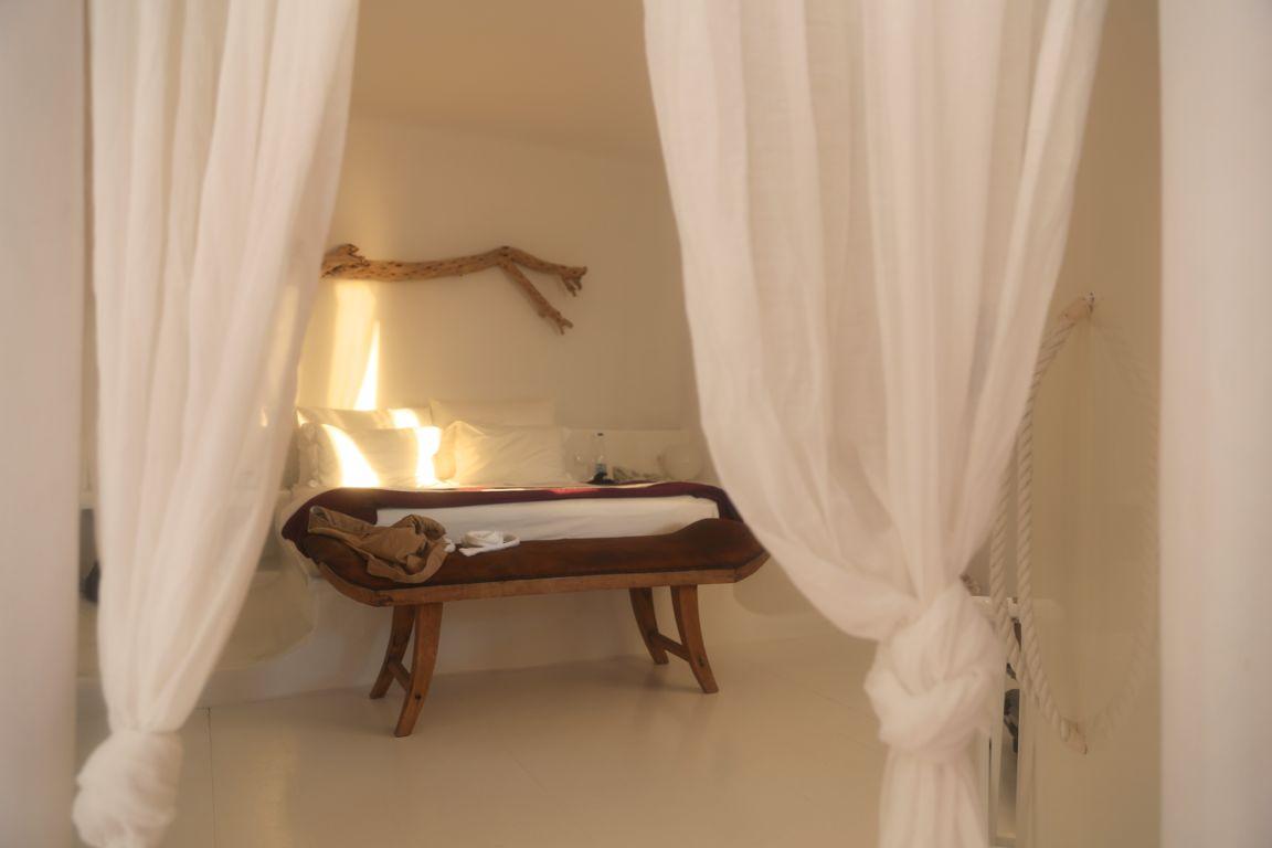 salt-kilos-bedroom